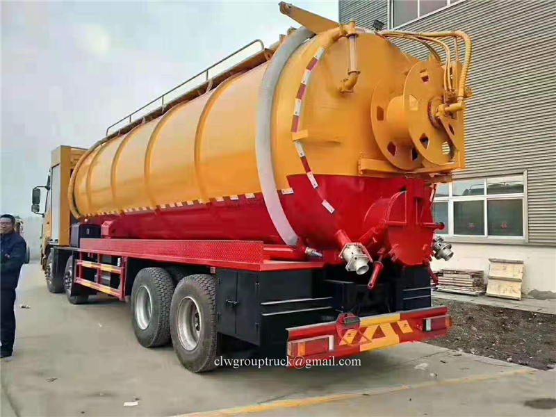 8x4 Suction Truck 2