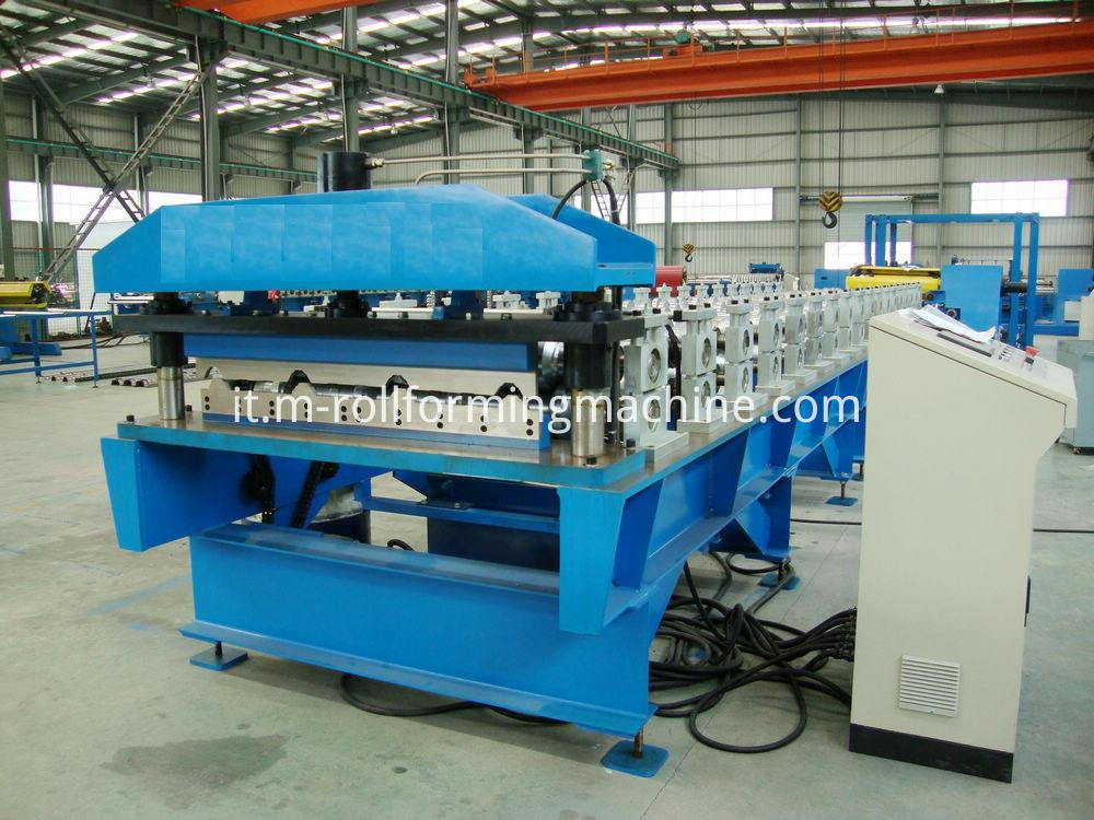 Metal roofing sheet roll forming machine