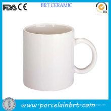 Kundenspezifischer Entwurf, der weiße einfache Tasse druckt