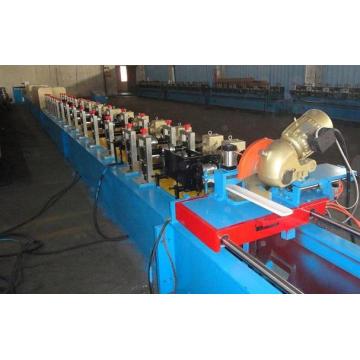 Galvanisierte Stahlmaterial-Stärke 0.7-1.5mm PU-Fensterladen-Tür-kalte Rolle, die Maschine bildet