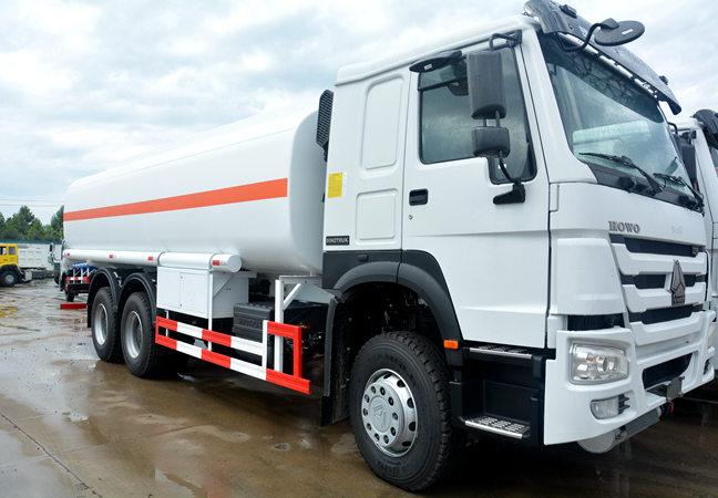 Sinotruk Howo 371hp 20cubic Meter Fuel Tank Truck
