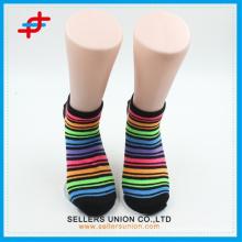 Moda brilhante meias de tornozelo de cor, padrão de listra para atacado