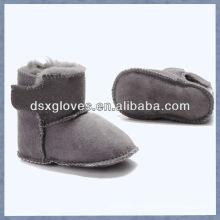 Zapatos de bebé encantadores de la zalea