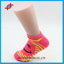 Mignon sourire pattern printemps chaussettes de cheville pour adolescent, la mode pour le sport