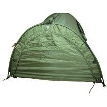 Bateau de pêche avec tente