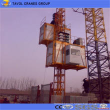 Grua de construção para elevação de material de construção