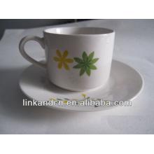Haonai elegancia taza de cerámica y platillo con diseño personalizado