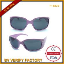 Moda gafas de sol de plástico con diamantes para mujer (F15825)