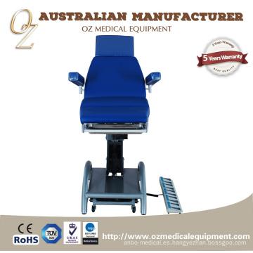 Mesa de tratamiento eléctrico multiusos durable para el uso del centro de la atención sanitaria Cama de la examinación motorizada del sofá de la terapia física
