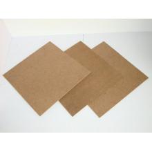 Tablero duro marrón oscuro 4x8 con la superficie lisa y la parte posterior áspera