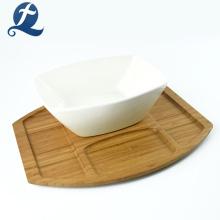Bol de salade en céramique blanche pour ustensiles de cuisine en bambou
