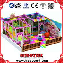 Belle aire de jeux intérieure pour enfants rose