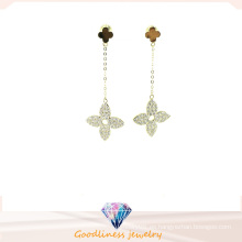 Diseño especial Mejor venta Hermosa flor de trébol flor pendientes de perlas para las mujeres Plata esterlina joyería pendientes blancos E6373