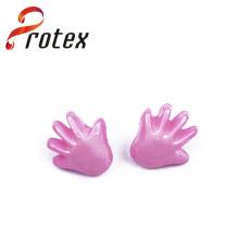 Botón de costura plástico de la mano rosada
