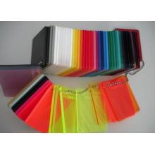 Feuille acrylique avec toutes sortes de couleurs