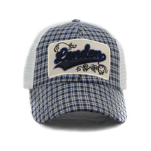 Embroidery Patch Trucker Cap with Mesh Back and Snapback Closure