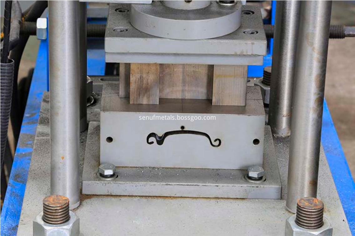 Roller shutter door forming machine cutter 1