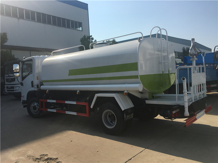 Green Spraying Vehicle