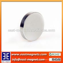Ímã de alta energia da terra rara-terra NdFeB disponível no ímã de prata da cor / disco para a venda