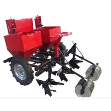Planteuse de pommes de terre montée sur tracteur
