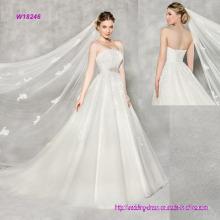 Vestido de noiva a linha de renda sem alças de luxo com um requintado motivo frisado
