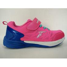 Nette rosa Sportschuhe für Mädchen
