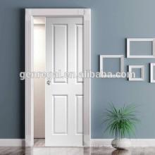 Quarto interior interno com economia de espaço, portas de madeira deslizantes