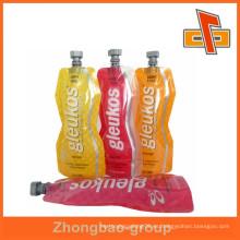 Plástico de pie bolsa de embalaje líquido con bolsa de diferentes forma de encanto con el chorro