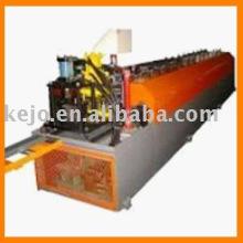 Machine à formater des rouleaux pour plateau à câble avec machine à poinçonner