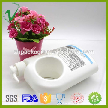 Wholesale HDPE new style white 500ml plastic shower gel bottle with handle