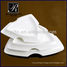 Placas de cerâmica triangulares profundas