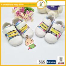 Zapatos hechos a mano de la tela de algodón del bebé de la manera caliente de la venta importados de China