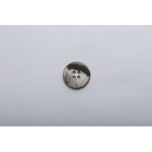 Botones de cuatro agujeros hechos de conchas