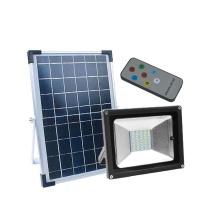 Foco solar LED para exteriores montado en la pared