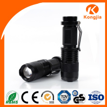 200lm 3W Mini Focus Light Plage réglable Zoom LED Flashlight Tactical Rechargeable Mini Torch