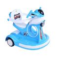 A motocicleta elétrica nova de quatro rodas das crianças