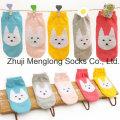 Mayoristas de calcetines de algodón lindo para niñas con patrones de hilado de la pluma
