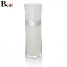 bouteille de lotion acrylique en plastique carrée blanche de luxe haut de gamme avec la pompe pour l'usage de crème de soin de peau