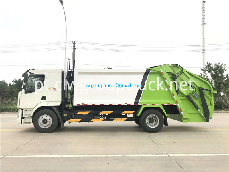 Compressed Refuse Truck 2