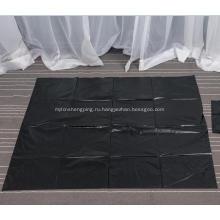 Большой черный мешок для мусора на листе