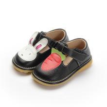 Black Girl Baby Shoes Tênis de cenoura de coelho T Strap Shoe