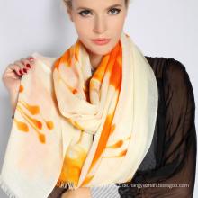 Handbemalter Schal aus Merinowolle