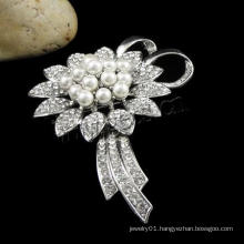 Gets.com glass pearl boutonniere brooch