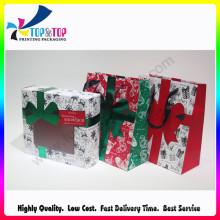 Caixa de presente dobrando do papel novo do projeto do Natal