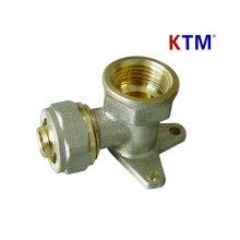 Montaje de tubería de latón - codo hembra con revestimiento de pared (instalación de tubería de agua fría y caliente)