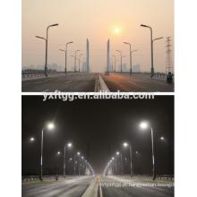 2015 melhores vendas duplo e single-braço iluminação pólo, poste de aço galvanizado luz da rua
