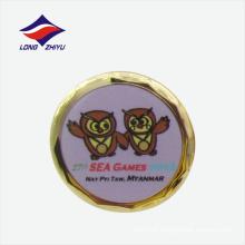 Heißer Verkauf nettes rundes Tierabzeichen mit Schmetterlingskupplung