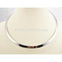Western Style Frauen glänzend Silber dünnen runden Kreis Metall Choker Drehmoment Halskette