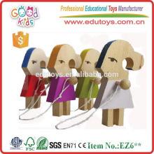 Handgemachte nette hölzerne Hamster-Mädchen, die Seil-Mädchen-Fertigkeiten ausfertigen, um besonders anzufertigen