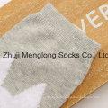 Vend en gros de chaussettes en coton mignon pour les filles avec des motifs de fils de plume